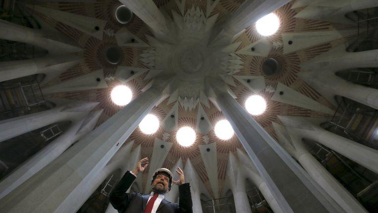 Hoofdarchitect Jordi Fauli tijdens een persconferentie in de Sagrada Familia. Beeld reuters