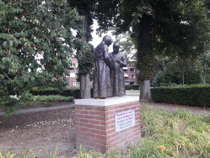 Het beeld ter ere van de Fraters van Tilburg in de Frater Mattheushof.