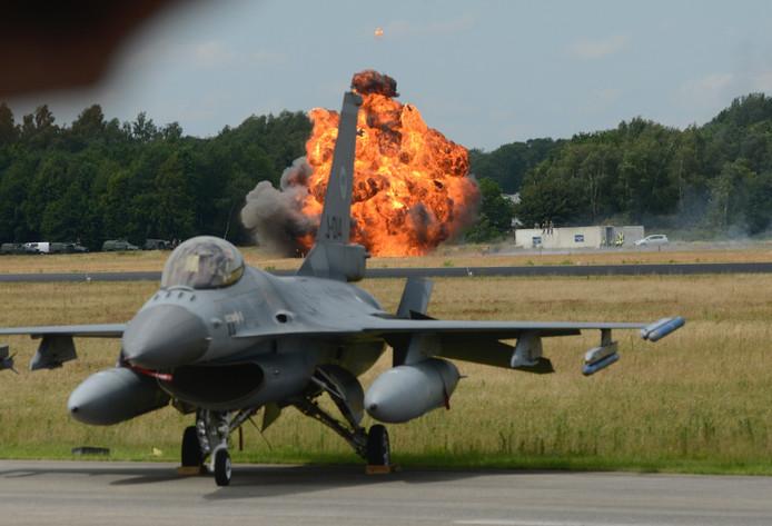 Explosies tijdens de Air Power Demo.