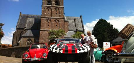 Volkswagens knuffelen in Mook