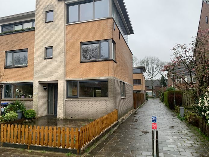 In dit huis aan de Castorstraat en de woning erachter aan de Keplerweg worden vanaf april tien bewoners van het Leger des heils gehuisvest.