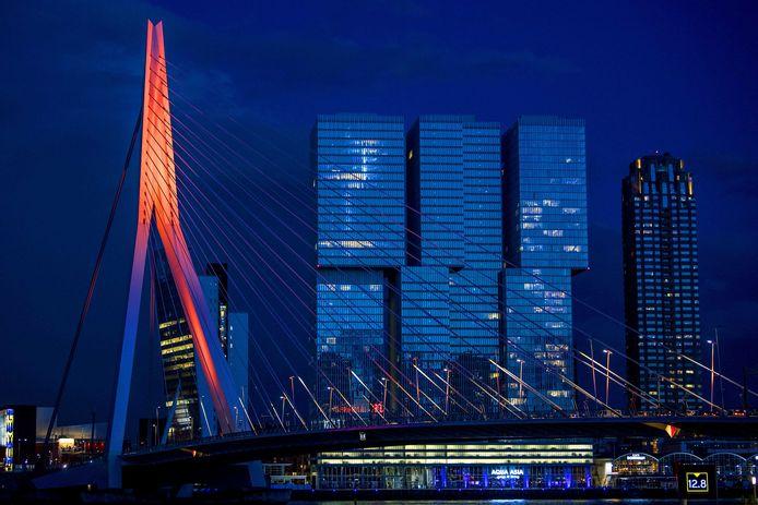 Meestal kleurt de Erasmusbrug oranje op nationale feestdagen.