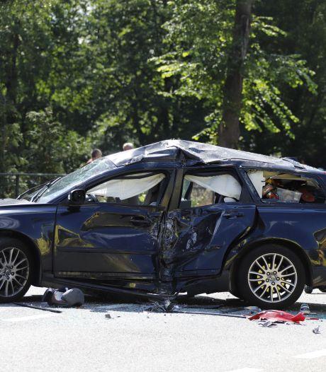 Motorrijder met spoed naar ziekenhuis na ernstig ongeluk tussen Haps en Sint Hubert