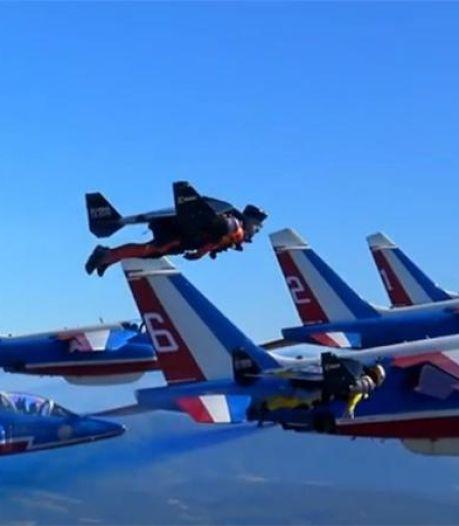"""Des """"hommes volants"""" dans le ciel avec la Patrouille de France"""
