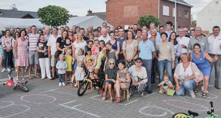Zo'n tachtig buren verzamelden voor het Boterhoekfeest