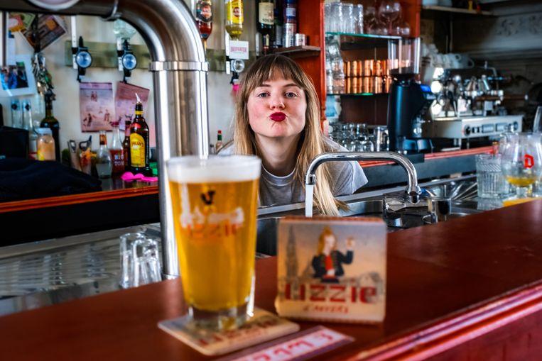 Lizzie presenteert haar eigen tripel Lizzie d'Anvers van dezelfde brouwerij als het bekende Seefbier.