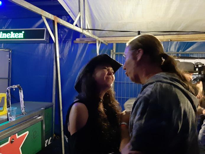 Stacie Collins neemt na afloop alle tijd om met fans te praten.