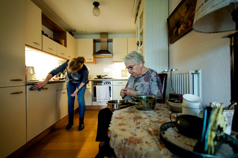 Den Haag wil de kosten van onder andere thuiszorg beter gaan voorspellen. Beeld ANP