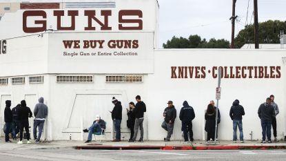 Coronacrisis in Amerika: burgers massaal in de rij voor... wapens