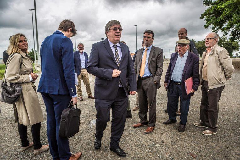 De vrederechter van Grimbergen bezoekt Parking C. Daar zocht hij naar de omstreden buurtweg die de komst van het Eurostadion in de weg staat.