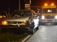 Twee auto's botsen op elkaar in Breda, bestuurster in ambulance nagekeken