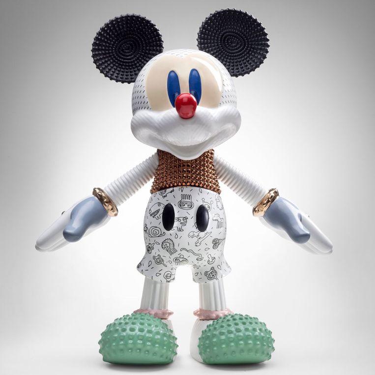 Keramiekfabrikant Bosa geeft een gelimiteerd 'Mickey Mouse'-beeld uit ter ere van zijn 90ste verjaardag. Met € 4.000 vooral geschikt voor de fan met grote portemonnee. Op Marktplaats vindt u tweedehands Mickeys voor minder. janerichardsinteriors.com Beeld