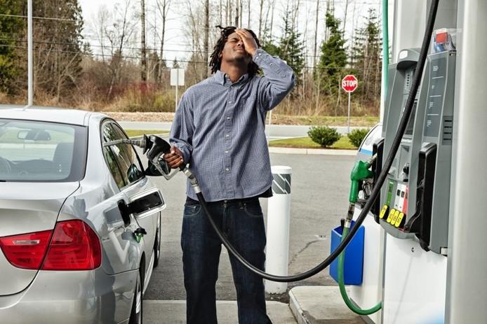 Door verwarring of vermoeidheid? Soms tank je ineens de verkeerde brandstof en kun je je wel voor je kop slaan.