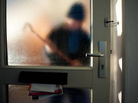 Vrouw op klaarlichte dag vastgebonden door inbrekers, daders nog op de vlucht