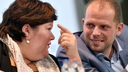 """Francken: """"De Block schendt opvangwet met verstrengde asielprocedure"""""""