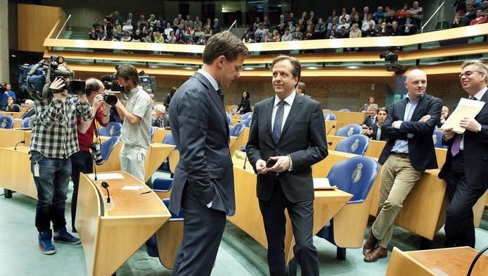 Premier Rutte en D66-fractievoorzitter Alexander Pechtold gisteren in de Tweede Kamer