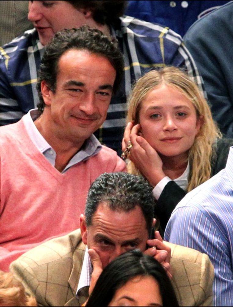 Olivier Sarkozy en Mary-Kate Olsen op een basketbalmatch in New York