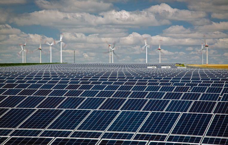 Een zonne- en windpark in Duitsland.  Beeld Foto Getty Images