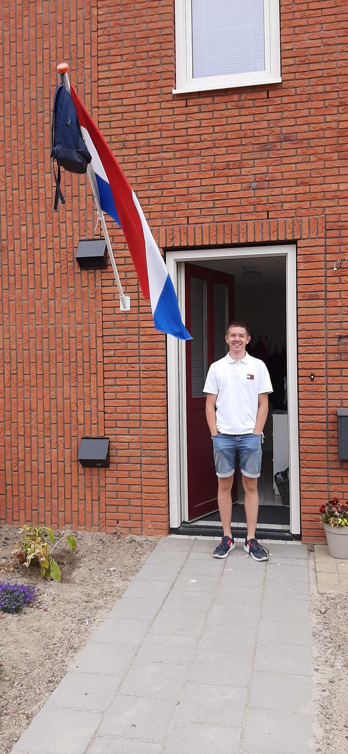 Youri Mulder uit Marknesse bereidt zich deze zomer voor op de opleiding bij defensie nu hij geslaagd is.