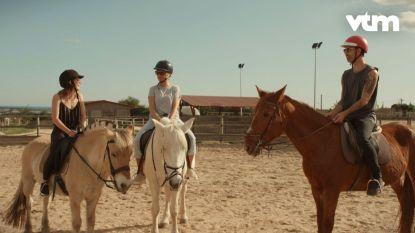 """Karen onderhoudt haar Engels tijdens 'Liefde voor Muziek': """"My horse is kokhalzing"""""""