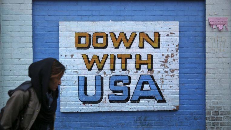 Anti-VS schildering op de muur van de voormalige Amerikaanse ambassade in Teheran. Beeld ap