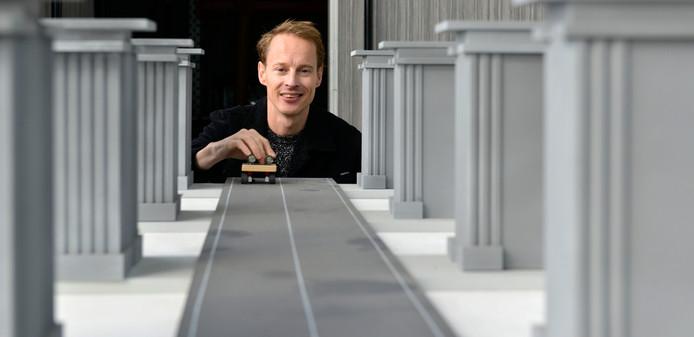 Een deel van het door kunstenaar Daan Roosegaarde gemaakt lichtmonument is begin volgend jaar te zien op een plek in de gemeente Hardenberg.