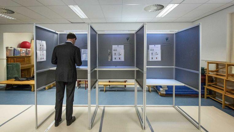 Premier Mark Rutte brengt zijn stem uit voor de Europese verkiezingen. Beeld anp