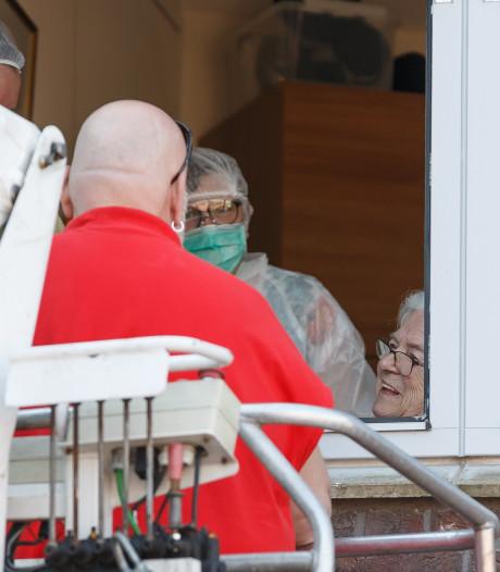 Corona in de regio: Ontroerend applaus voor patiënt in Deventer, tien nieuwe doden in Zwartewaterland