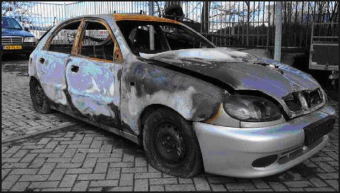 De uitgebrande auto van Erol.