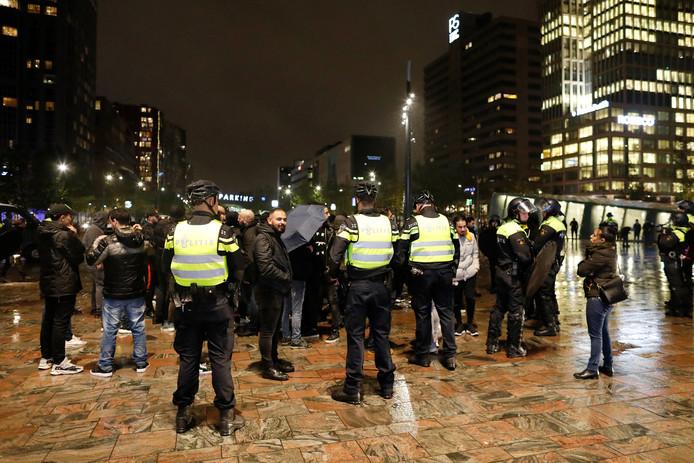 In Rotterdam kwamen woensdagavond Koerden in conflict met Turkse betogers die een tegendemonstratie hielden.