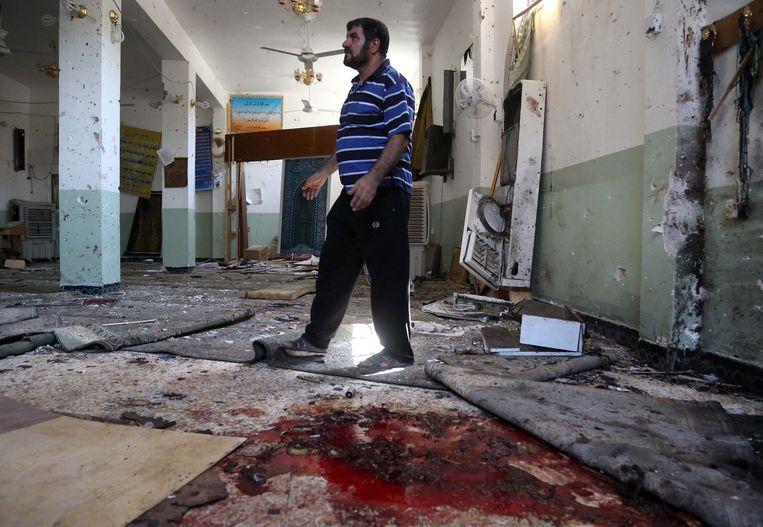 De schade in de moskee was groot na het bloedbad. Beeld ap