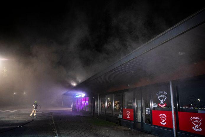 Bij de brand in het cafetaria bij Winkelcentrum Elderhof kwam redelijk wat rook vrij.