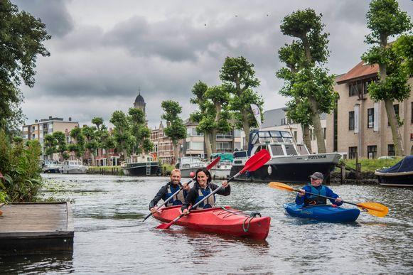 De  nieuwe Peddelroute Waasland werd dit weekend onder meer in Lokeren officieel ingevaren met gratis kajak, kano en SUP-initiaties.
