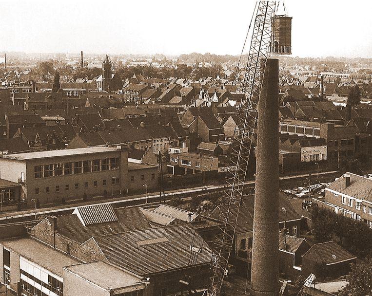 In 1972 werd de cabine op de ingekorte schoorsteen geplaatst.