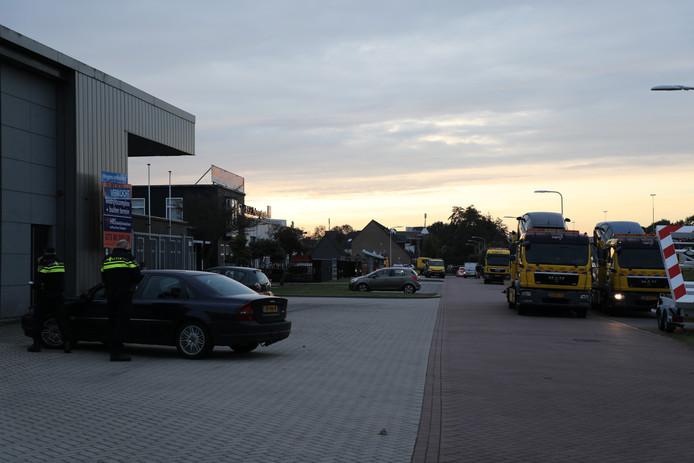 Auto's in beslag genomen bij drugspand in Vlijmen.