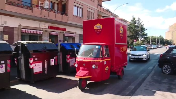 AS Roma levert voedsel en hulpmiddelen aan oudste supporters