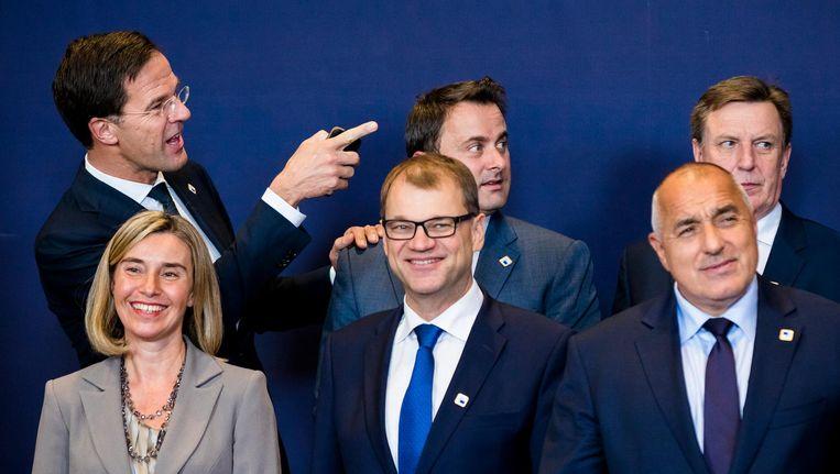 Premier Rutte (links) voorafgaand aan een fotomoment bij de Europese Raad in Brussel afgelopen week. Beeld anp