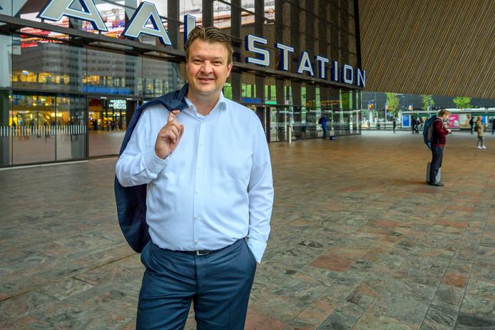Han van Midden is nu nog griffier in Rotterdam, maar wordt de nieuwe burgemeester van Roosendaal.
