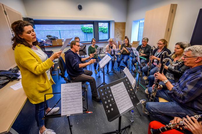 Het klarinetensemble Skertso onder leiding van Hans Hest.