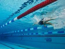 Plafondplaten storten in zwembad Dedemsvaart