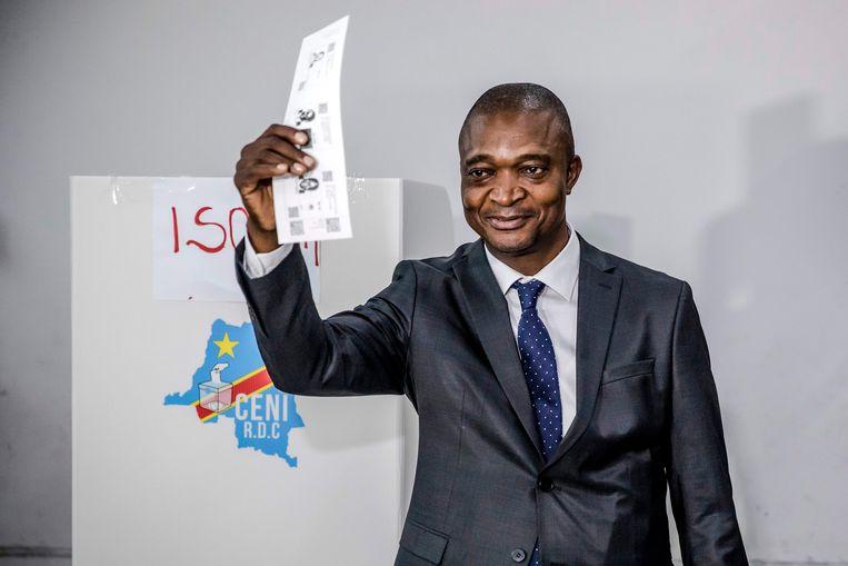 De voormalig minister van Binnenlandse Zaken Emmanuel Ramazani Shadary geldt als meest veelbelovende kandidaat om Kabila op te volgen.  Beeld AFP