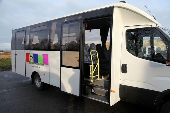 De nieuwe schoolbus wordt maandag voor het eerst gebruikt.