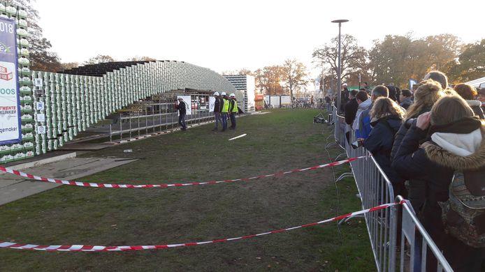 Studenten van de Universiteit Twente  bouwden een brug van bijna 28 meter lang.