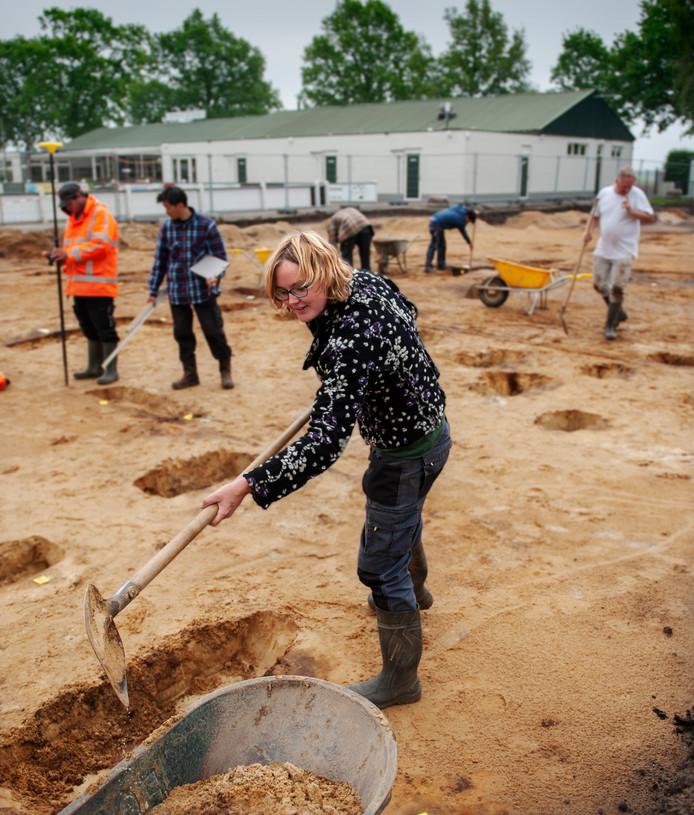De opgravingen uit de Romeinse tijd op het sportveld in Vinkel.