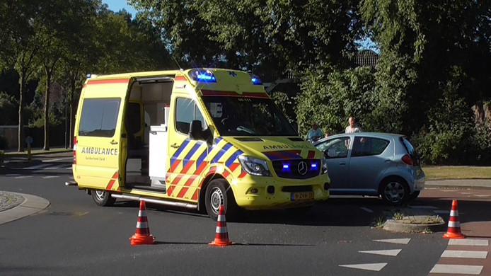 Fietser gewond bij botsing op rotonde in Beuningen.