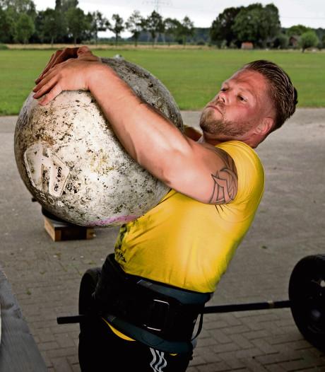 Obelix van Wijhe knikkert met keien
