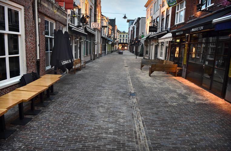De KortePutstraat in Den Bosch, 19 maart, in de eerste week van de sluiting van de horeca.  Beeld Marcel van den Bergh / de Volkskrant