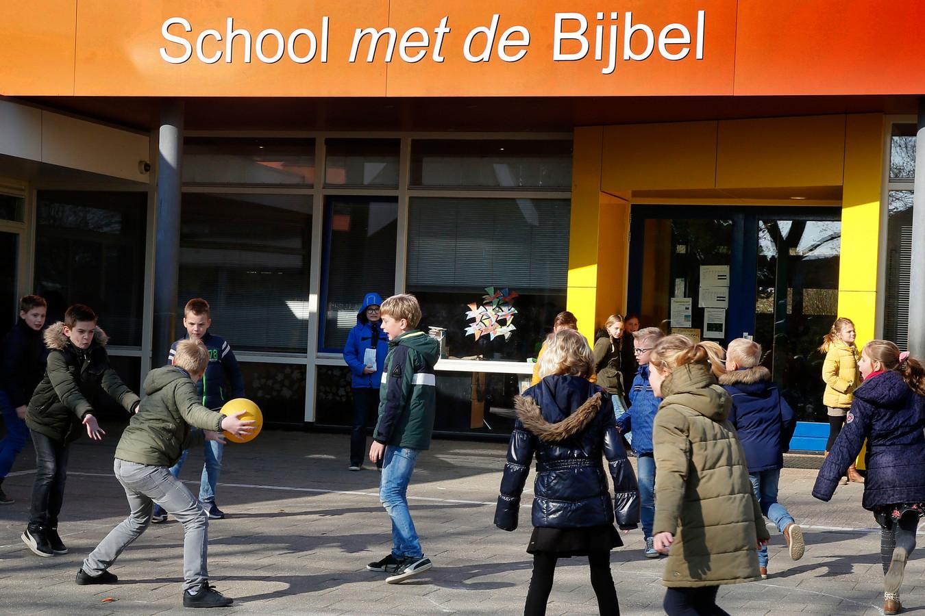 De gemeente Molenlanden is bereid om maximaal 250.000 euro uit te trekken voor de uitbreiding van de School met de Bijbel.