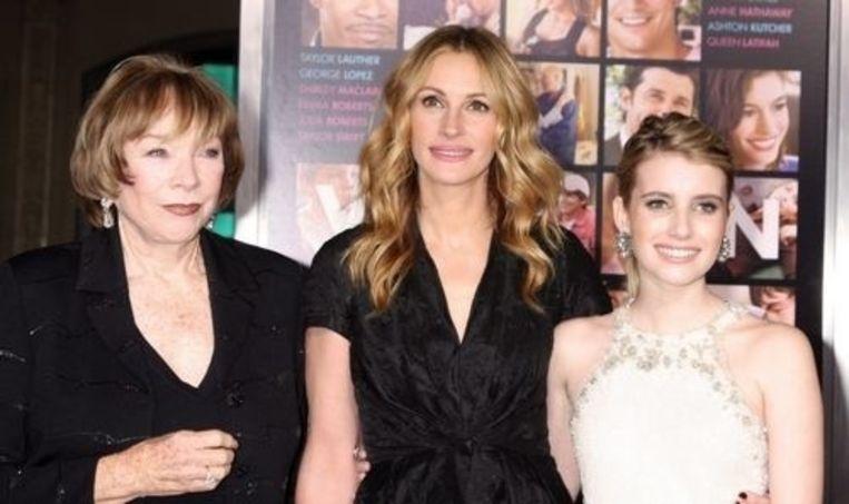 Emma Roberts (R) met haar nicht Julia (M) en Shirley MacLaine.