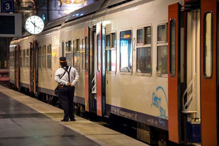 Voor het eerst wordt tijdens de 48 urenstaking van de socialistische spoorbond die morgenavond om 22 uur van start gaat, bij het spoor de minimale dienstverlening geactiveerd.